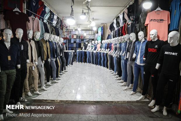 خرید و فروش پوشاک که در اسفندماه همه ساله از رونق زیادی برخوردار بود، با شیوع کرونا بسیار کم رونق شده است