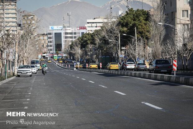 بسیاری از خیابان های تهران شاهد تردد بسیار کمی از خودروها هستند
