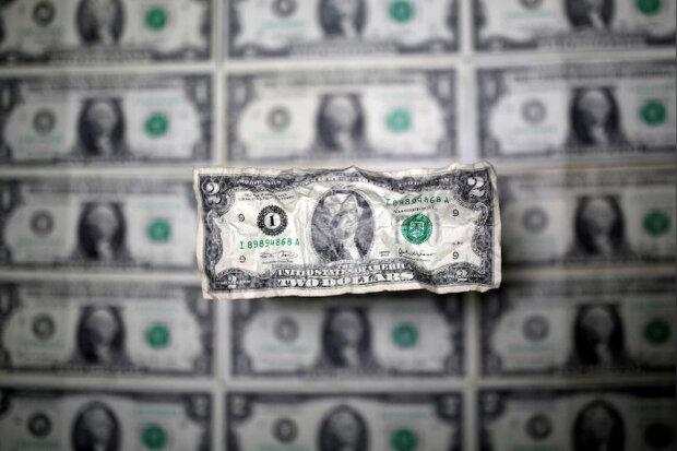 سقوط ارزش دلار در برابر ارزهای دیگر ادامه دارد