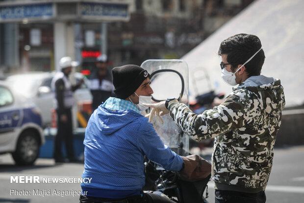 استفاده از ماسک و دستکش از راه های پیشگیری از کرونا است