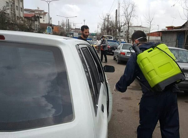 VIDEO: Youths in Rasht disinfecting passing cars against COVID-19