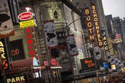 چراغهای «برادوی» خاموش شد/ تجمع بیش از ۵۰۰ نفر در نیویورک ممنوع