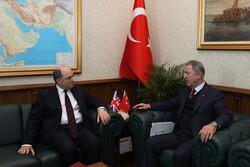 وزیردفاع ترکیه با همتای انگلیسی خود درباره ادلب سوریه گفتگو کرد