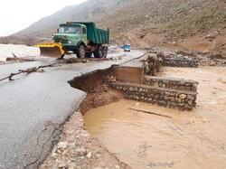 راه ارتباطی ۱۲روستا و ۲۰دهنه پل بر اثر سیل در کلیبر تخریب شده است