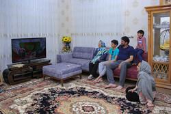 İran'da koronavirüs nedeniyle evde karantina hayatını yaşayan aileler