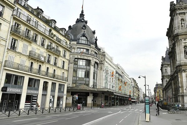 VIDEO: Paris almost deserted amid COVID-19 lockdown