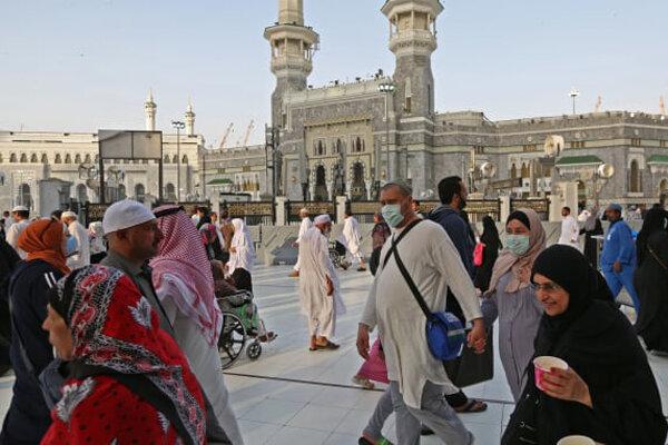 Mekke'de camiler yarın yeniden ibadete açılıyor
