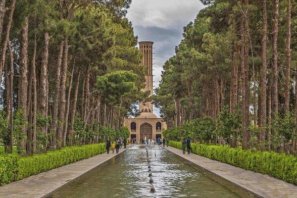 Yezd'deki Devlet Abad Bahçesi'nde kısa bir gezinti