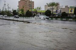 آب گرفتگی خانه ها در پرند/ بوستان مشاهیر در احاطه سیلاب