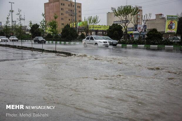 بارندگی شدید و آب گرفتگی معابر قم