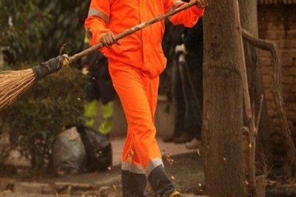 کمک طلاب گنابادی به پاکبانان برای نظافت معابر عمومی