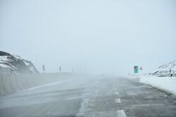 برف وکولاک شدید گردنه های کوهستانی زنجان را فراگرفت/لغزندگی جاده