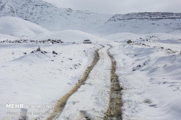 Spring snowfall at heights in Qom prov.