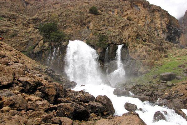 سفر مجازی به آبشار «چکان» الیگودرز