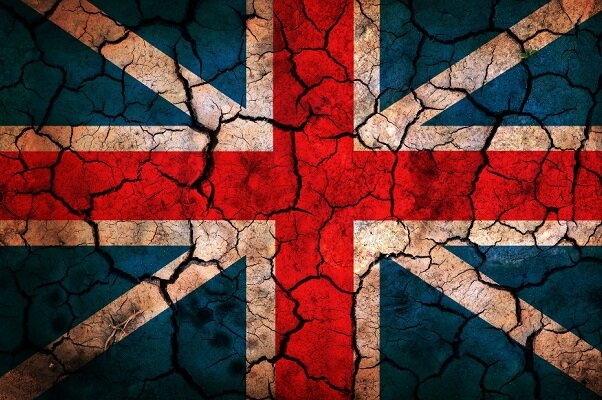برطانیہ میں کورونا وائرس کو 5 جی ٹیکنالوجی سے جوڑنے والے افراد کا وائرلیس ٹاورز پر حملہ