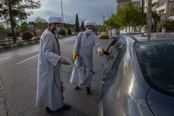 عملیات ضدعفونی خودروهای شیراز توسط طلاب
