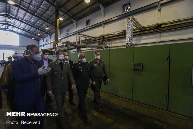 Defense min. pays visit to factories of sanitary ware production