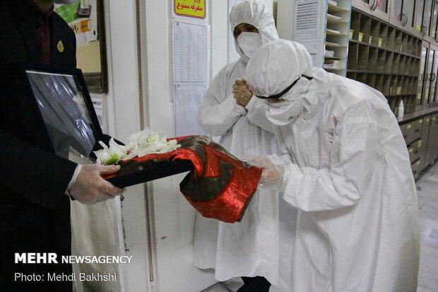 اهدا تبرکی آستان قدس رضوی و حرم حضرت عباس(ع) در بیمارستان کامکار