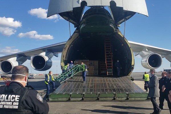 فرود هواپیمای حامل کمکهای پزشکی روسیه در نیویورک آمریکا