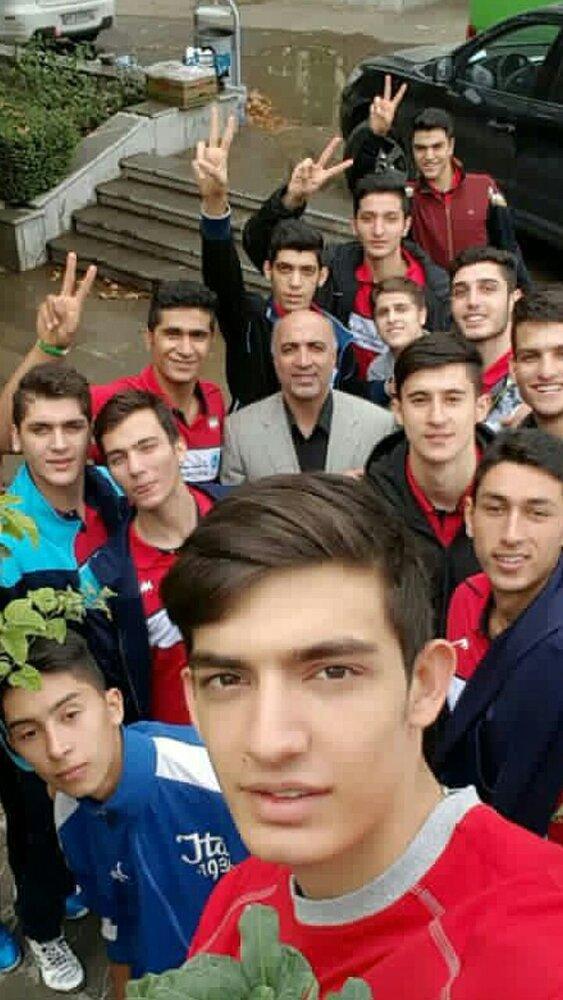 صحبتهای رئیس فدراسیون والیبال علیه سرمربی تیم نوجوان باعث شد تا بازیکنان به حمایت از مربی خود بپردازند.