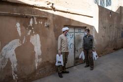 شیراز میں حضرت سید علاء الدین حسین کے حرم کے مجاورین کے لئے اشیاء کی تقسیم