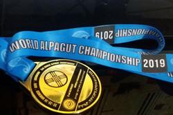 قهرمان کونگفوی جهان مدال طلای خود را به مدافعان سلامت اهدا کرد