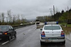 بارش باران و برف جاده های زنجان را لغزنده کرده است
