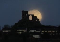 ابرماه سه شنبه مهمان آسمان می شود/ «ماه صورتی» ۱۶ درصد نورانیتر است