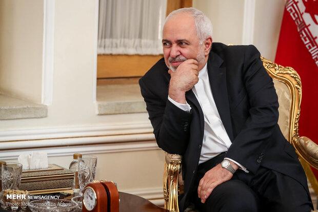 ظريف يبحث مع نظيره الهندي الحظر الأميركي المفروض على الشعب الإيراني