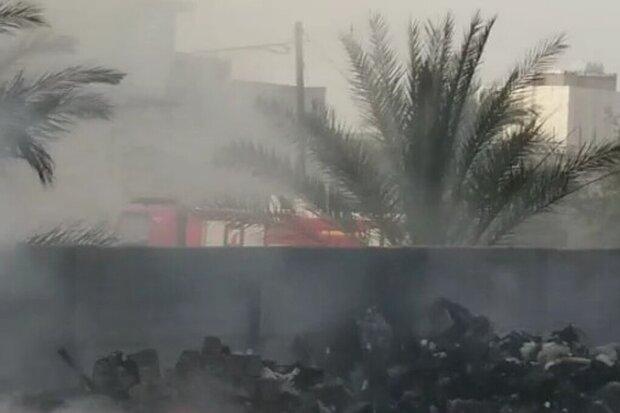 آتش سوزی در کارگاه بازیافت گناوه مهار شد