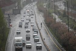 تردد روان و جوی آرام در اکثر جاده ها/ ورودی های پایتخت ترافیک دارند