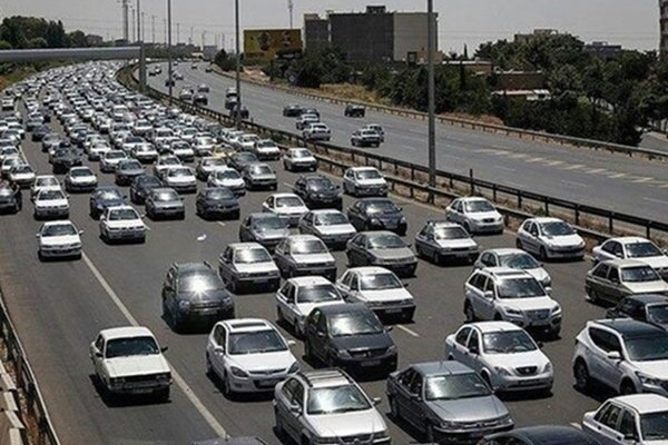 ترافیک سنگین در جاده های چالوس و هراز و آزادراه قزوین-کرج-تهران