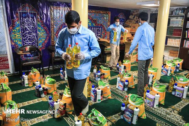 توزیع بسته های مهربانی در مشهد