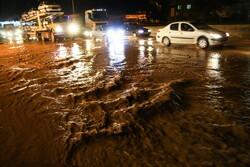 جاری شدن سیل در خیابانهای اهر