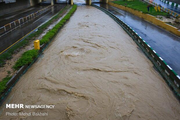 سیلاب در خیابان های قم