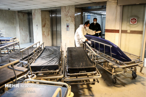 Seminary students assisting medical staff in Baqiatallah Hospital amid outbreak