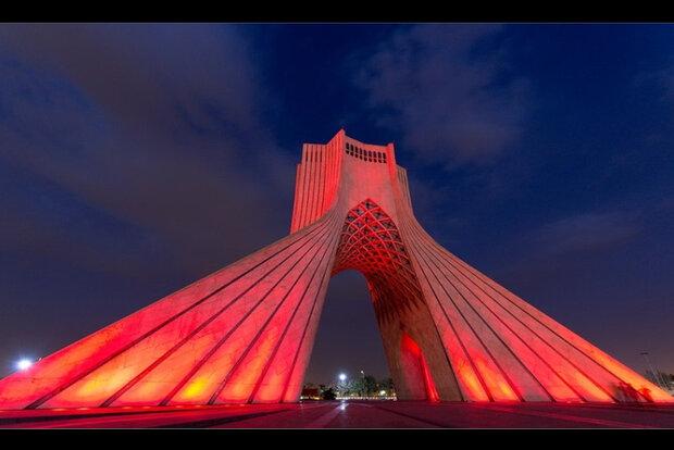 هدیه فرهنگی برج آزادی به مناسبت هفته نیروی انتظامی