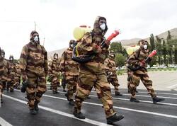 """İran genelinde """"Ulusal Ordu Günü"""" için özel tören"""