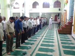 اقامه نماز و دیگر برنامهها درمساجد واماکن مذهبی با رعایت فاصله اجتماعی  برگزار شود