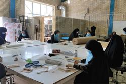 بازدید حناچی از قرارگاه جهادی تولید ماسک در فرهنگسرای خاوران