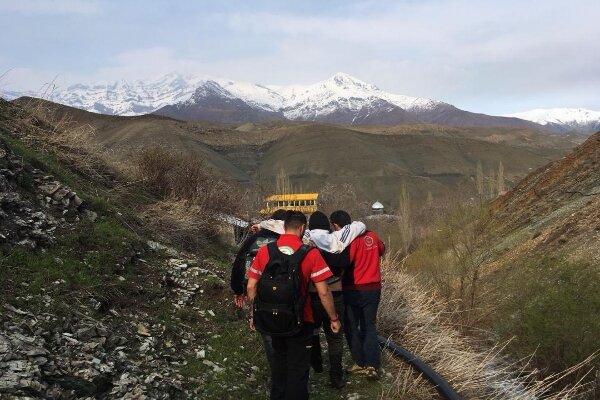 نجات افراد گرفتار در ارتفاعات قاین با تلاش امدادگران هلال احمر