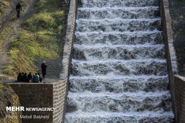 Kebar dam in Qom overflows