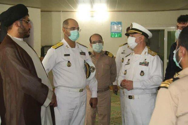 """قائد القوة البحرية يتفقّد الوحدات المستقرة في ميناء """"كنارك"""" جنوب شرقي ايران"""