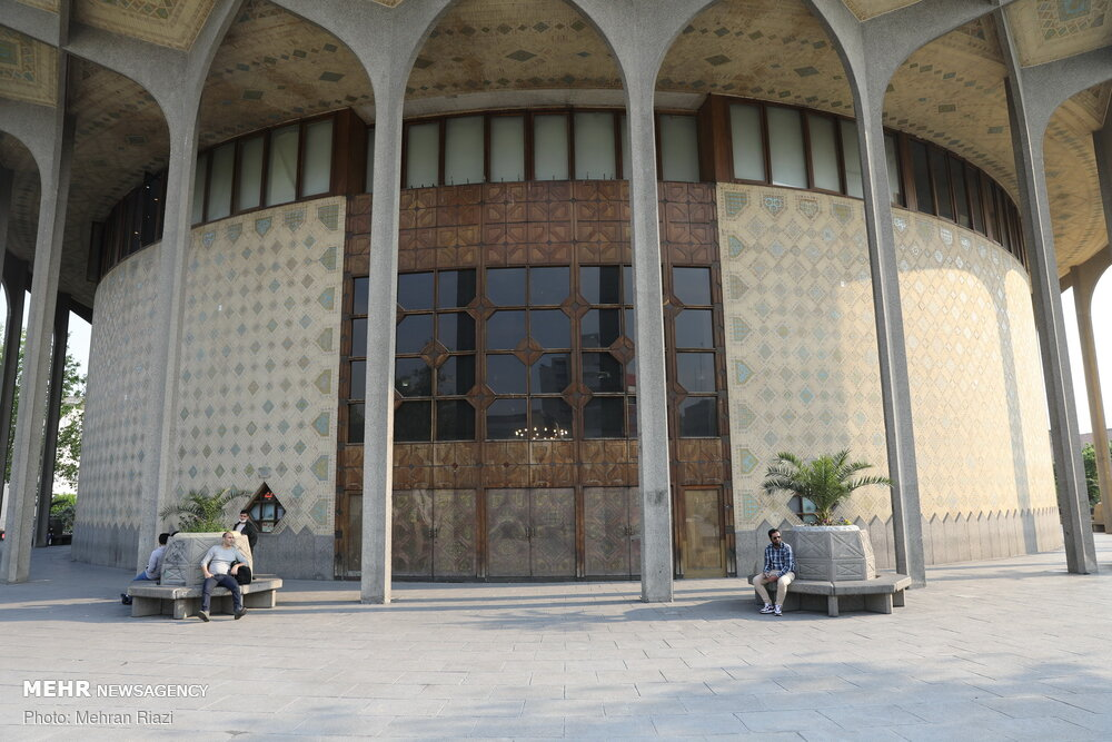 تئاتر شهر هفتم مهرداد تعطیل است