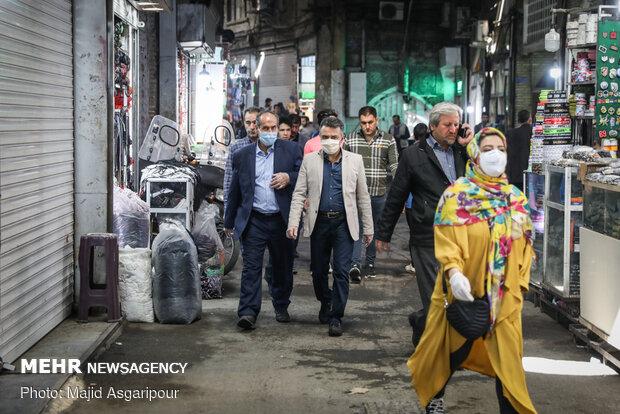 بخش های مختلف بازار تهران از پر تردد ترین قسمت های شهر تهران به شمار می آید. رعایت فاصله اجتماعی در بازار تهران امری مهم است که عدم رعایت آن می تواند به شیوع ویروس کرونا کمک کند