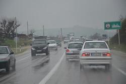 جاده های مازندران لغزنده و بارانی است