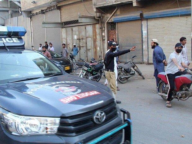 پاکستان کے صوبہ پنجاب میں پولیس نے لاک ڈاؤن کے دوران دکانیں بند کرادیں