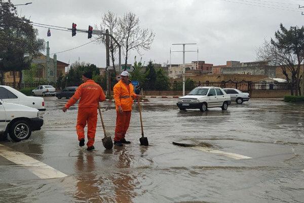 بارش شدید باران باعث آبگرفتگی معابر شهر کرمان شد