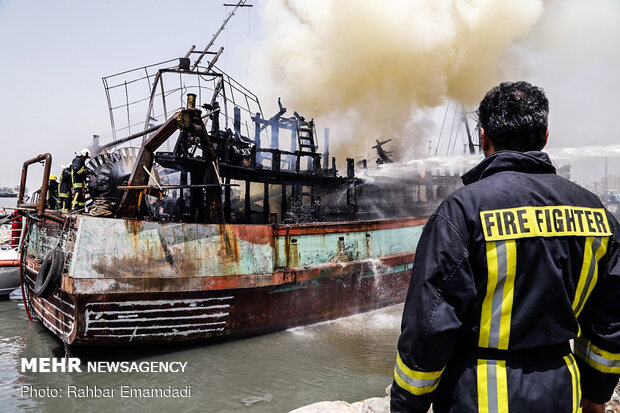 Two vessels catch fire in Bandar Abbas