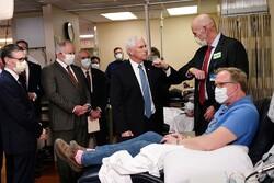 ماسک نزدن «مایک پنس» در بیمارستان بیماران کرونایی